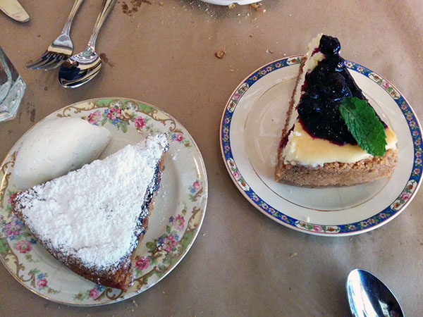 Pear chocolate tart and cheesecake, al di la
