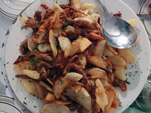 Fried potatoes and mushrooms, Pirosmani